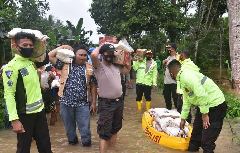 Jokowi hingga Rian D'Masiv Kirim  Makanan untuk Korban Banjir Kalsel