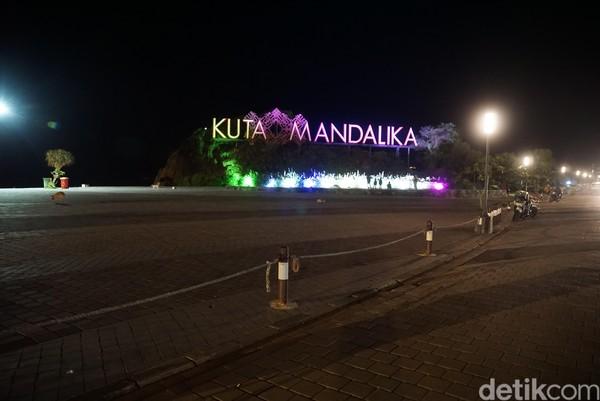 detikTravel berada di lokasi selama dua malam pada minggu lalu. Salah satu destinasi utama di Pulau Lombok, selain Gili Trawangan juga kawasan Senggigi.