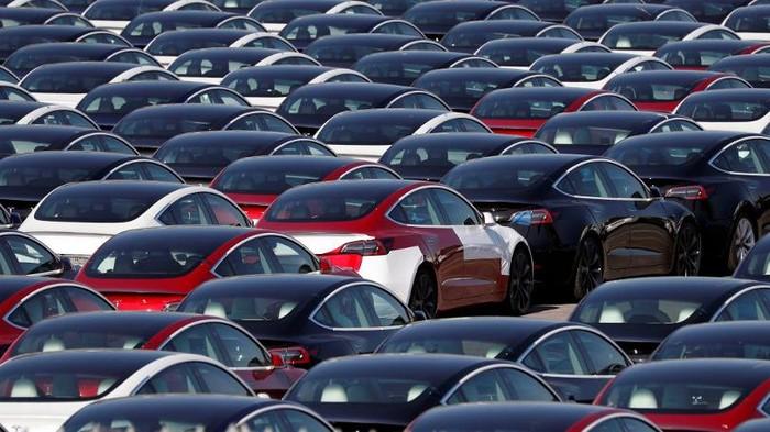 Permintaan mobil listrik diperkirakan akan meningkat begitu juga di Indonesia, yuk intip foto-foto pembuatan mobil listrik di beberapa negara.