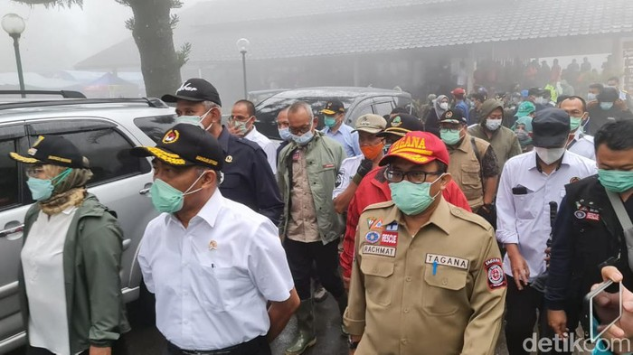 Menko PMK Muhadjir Effendy meninjau lokasi banjir di Gunung Mas Puncak Bogor.