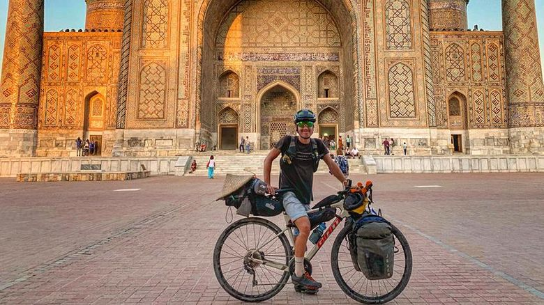 Pria ini kelilingi 15 negara dengan sepeda