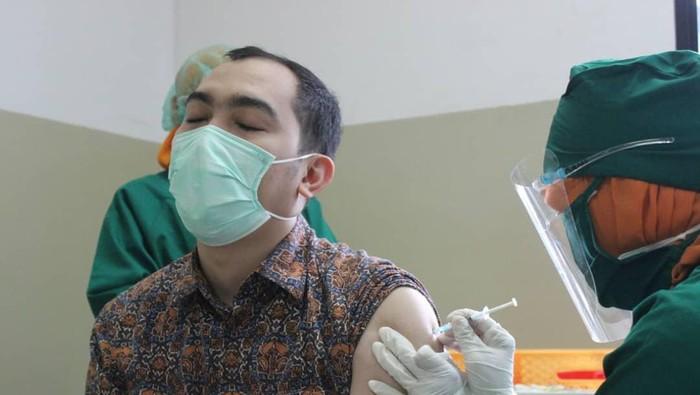 Proses penyuntikan vaksin Corona untuk tenaga kesehatan di RS USU (dok. Istimewa)