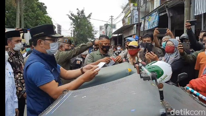 Ridwan Kamil tegur sejumlah warga Tasikmalaya yang tak bermasker