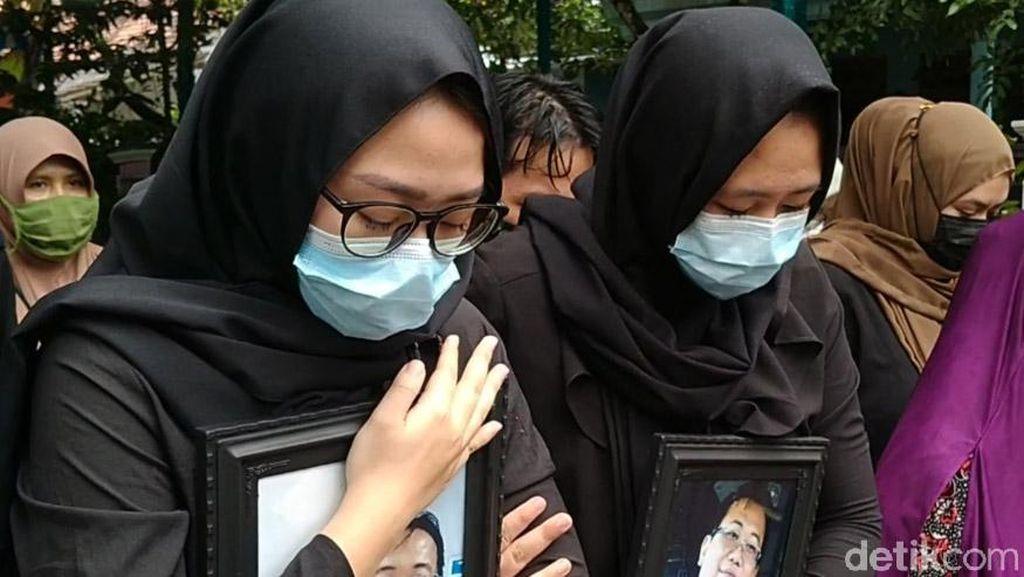Suasana Haru Iringi Pemakaman Pilot Naim Air Korban Sriwijaya Air