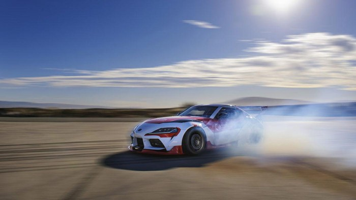 Toyota Supra Drift bisa melaju dengan teknologi autopilot.