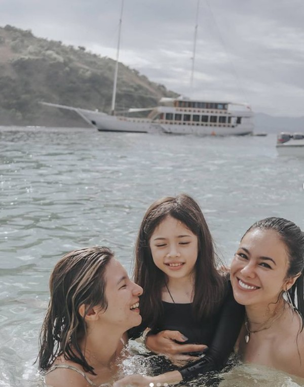 Desember 2020, lewat Instagram, dia membagikan momen saat menghabiskan waktu di Labuan Bajo bersama keluarganya. (wulanguritno/Instagram)