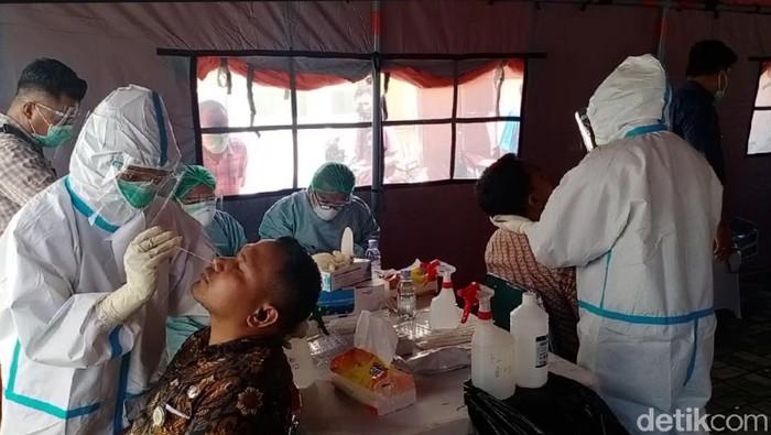 ASN Pemprov Maluku menjalani rapid test antigen.