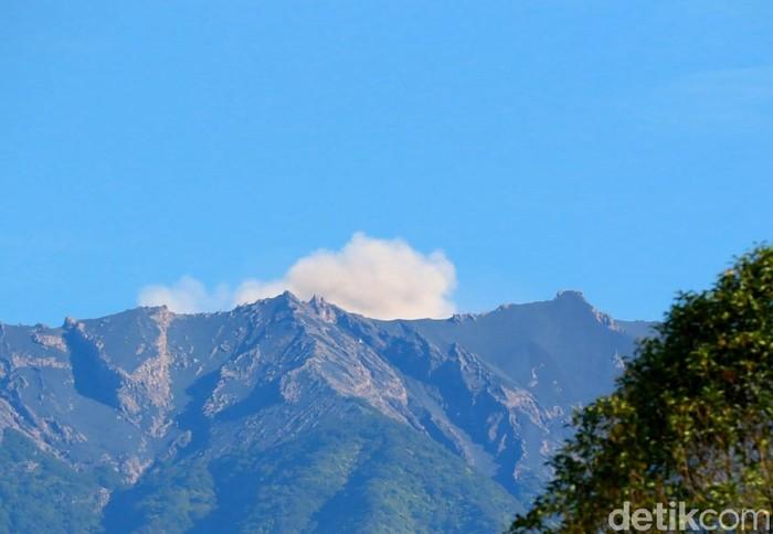 Aktivitas Gunung Raung meningkat bahkan terjadi erupsi. Pos Pengamatan Gunung Api (PPGA) Raung menutup akses pendakian dan mengimbau masyarakat waspada.