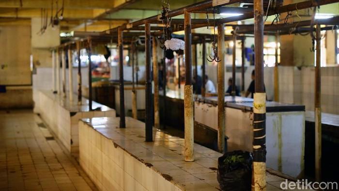 Pedagang daging sapi mogok jualan selama 3 hari akibat tingginya harga daging sapi. Hari ini merupakan hari kedua mereka mogok berjualan.