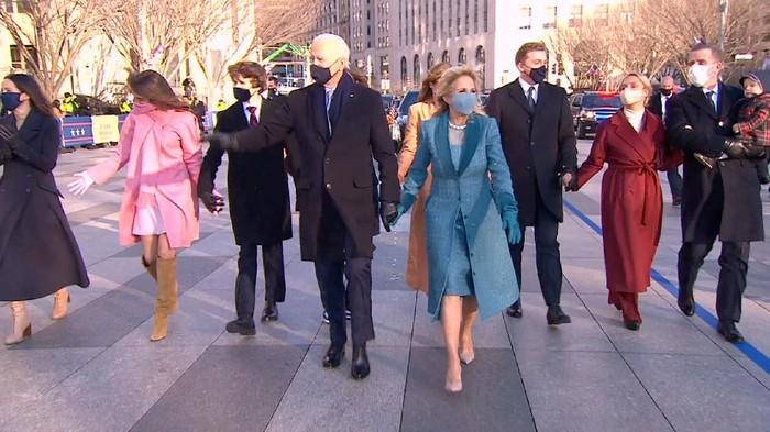 Joe Biden dan keluarganya mulai masuk Gedung Putih (CNN)