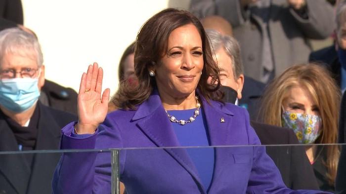 Kamala Harris saat dilantik menjadi Wapes AS