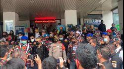 Polisi Bubarkan Kerumunan Massa Ormas di PTUN Jaktim