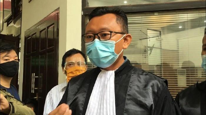 Kuasa hukum Jumhur Hidayat, M Isnur ( Isal Mawardi / detikcom)