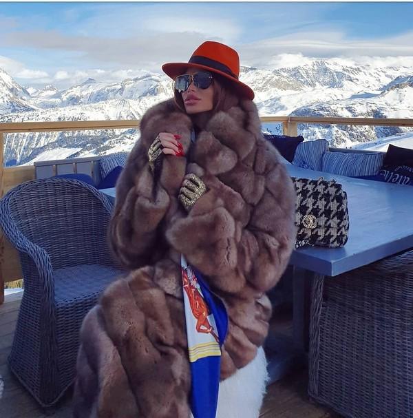 Sebelum pandemi menyerang, Soraja main salju ke Alpen, Prancis. (Instagram/sorajavucelic)