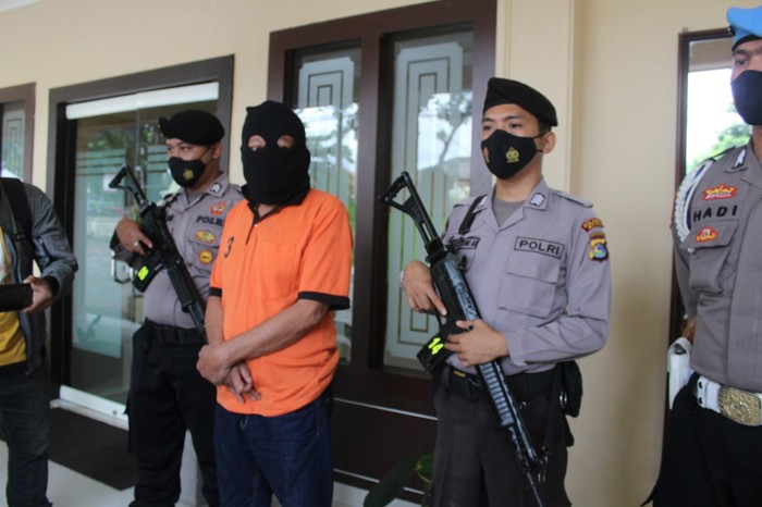 Mantan anggota DPRD NTB cabuli anak kandung (Foto: Istimewa)