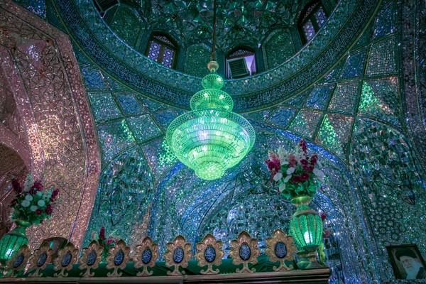 Pada tahun 1100-an, makam-makam tersebut dibuat menjadi situs ziarah dan mulai populer. Di sini terdapat monumen dan pemakaman Ahmad dan Muhammad, saudara-saudara yang berlindung dari penganiyaan terhadap Muslim Syiah pada abad ke-10.