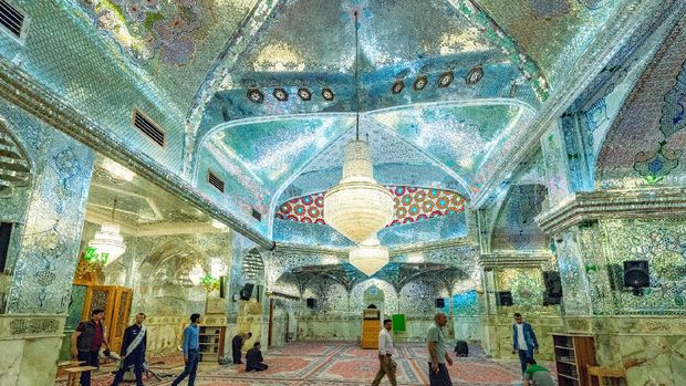 Masjid Shah Cheragh di Kota Shiraz, Iran