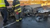 Ngeri, Mobil Sport Tabrak Dinding Beton di Kecepatan 193 Km/Jam, Hangus Terbakar!