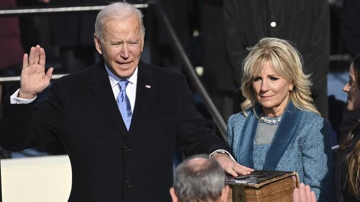 Joe Biden resmi dilantik sebagai Presiden Amerika Serikat ke-46. Pelantikan berjalan lancar dengan penjagaan ketat.