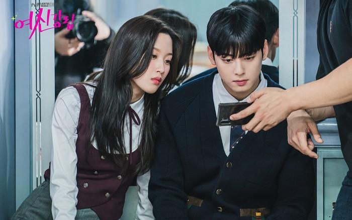 Moon Ga Young dan para aktor