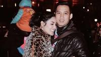 8 Foto Kemesraan Nindy Ayunda & Suami, Kini Gugat Cerai Saat Suami Dipenjara