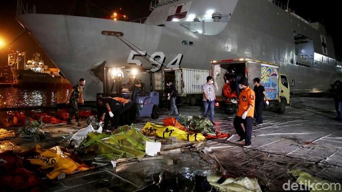 Proses pencarian dan evakuasi Sriwijaya Air SJ182 resmi ditutup. Menhub Budi Karya Sumadi pun menyerahkan operasi lanjutan kepada KNKT.