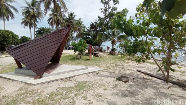 Pantai Karapyak kini memiliki lokasi untuk menikmati suasana pantai dengan fasilitas yang representatif. Ada gazebo-gazebo yang bisa dijadikan tempat yang nyaman untuk menikmati suasana pantai.