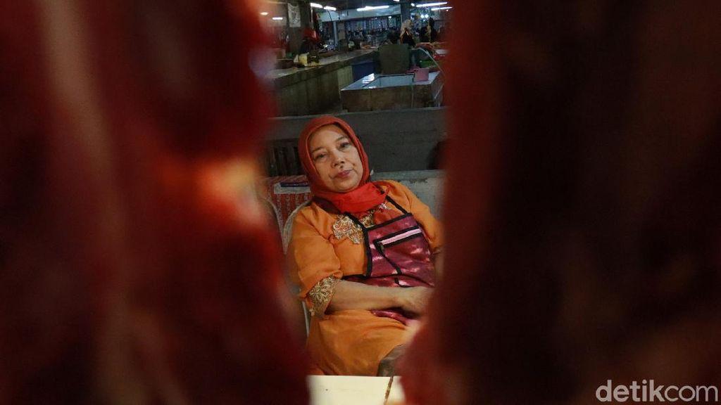Pedagang Pasar Kosambi Bandung Keluhkan Harga Daging Sapi Naik di RPH