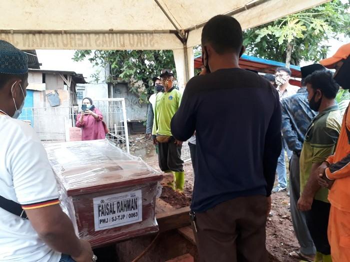 Pemakaman Youtuber Faisal Rahman di TPU Tanah Kusir