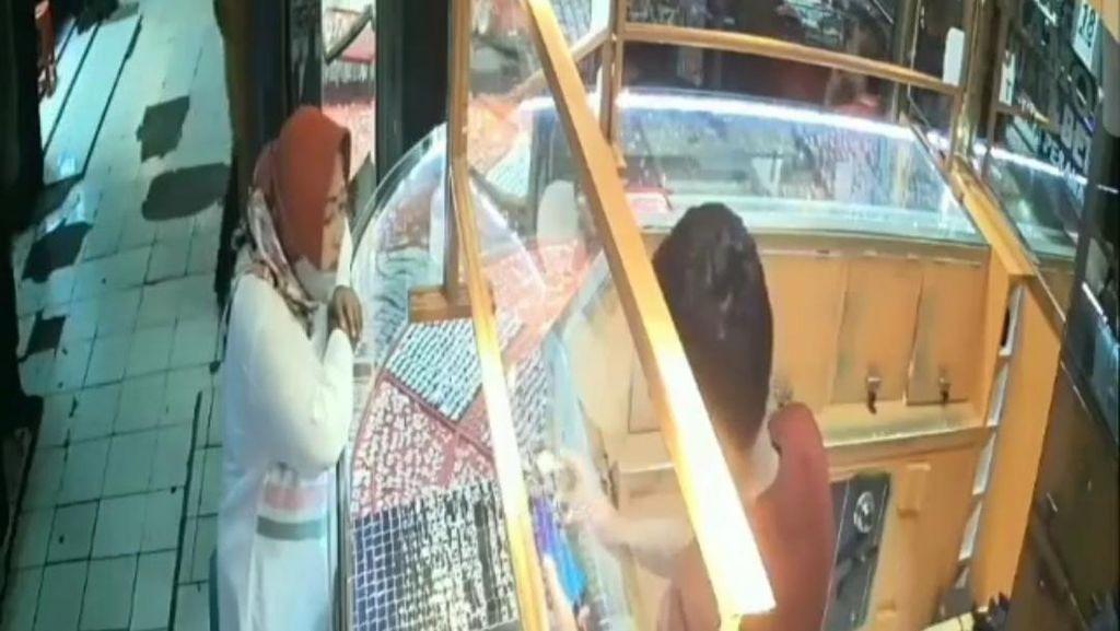 Viral Ibu-ibu Tipu Pemilik Toko di Depok, Bawa Kabur Emas Rp 300 Juta