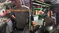 Kocak! Penjual Nasi Goreng Ini Hobi Marah-marah ke Pembeli