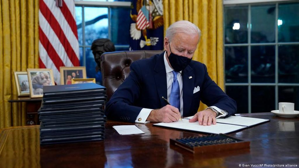 5 Gebrakan Joe Biden Sesaat Usai Pelantikan