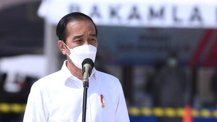 Presiden Jokowi meninjau posko evakuasi Sriwijaya Air SJ182 di JICT II