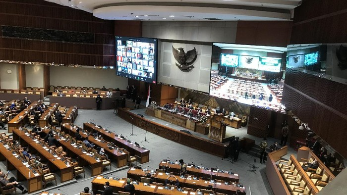 Rapat paripurna persetujuan calon Kapolri Komjen Listyo Sigit Prabowo.