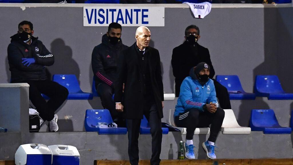 Zidane kok Malah Senyum-senyum Saat Real Madrid Kebobolan?