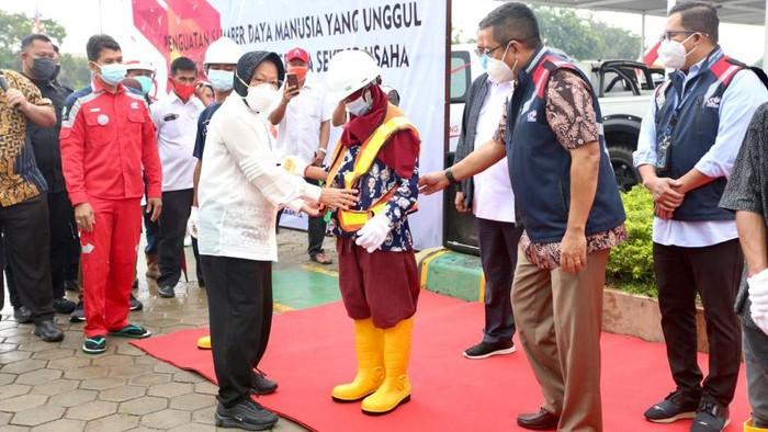 Risma Bersama PPKS yang Akan Bekerja di PT Waskita Karya (Dok istimewa)