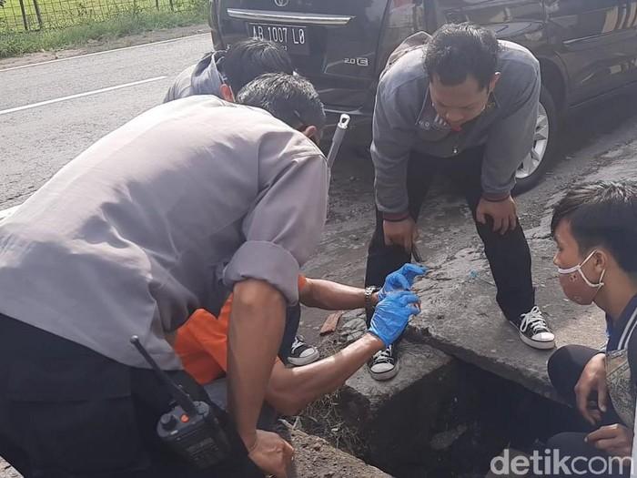 Seorang karyawati minimarket ditemukan bersimbah darah di Karanganyar, Kamis (21/1/2021).