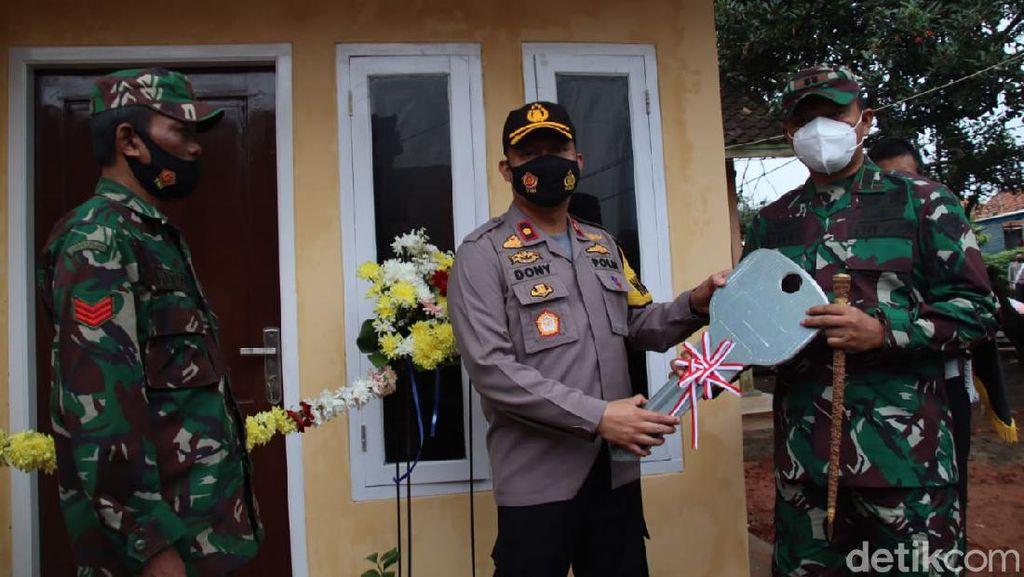 Bahagianya Anggota TNI ini Rumahnya Direnovasi Wakapolres Subang