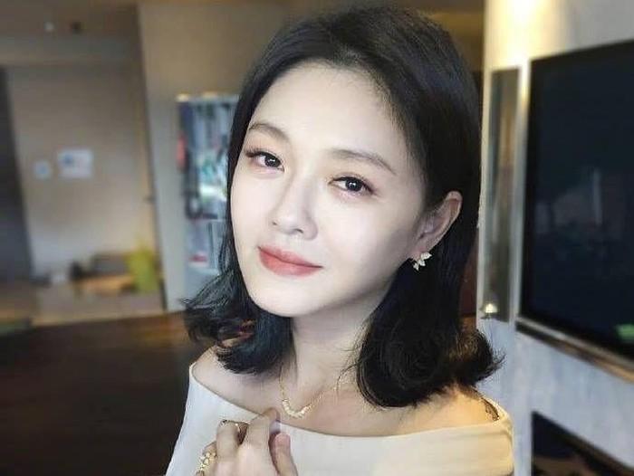 Nama Barbie Hsu dikenal hingga saat ini karena berhasil memerankan Dong Shan Cai dalam drama Taiwan Meteor Garden.
