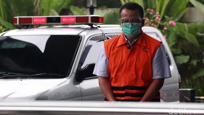 Mantan Menteri Kelautan dan Perikanan Edhy Prabowo bersiap menjalani pemeriksaan, di Gedung KPK, Jakarta, Jumat (22/1/2021). Edhy Prabowo diperiksa sebagai tersangka dalam kasus dugaan penerimaan suap perizinan tambak, usaha dan atau pengelolaan perikanan atau komoditas perairan sejenis lainnya tahun 2020.