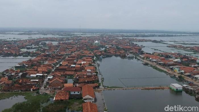 Foto udara wilayah terdampak rob di Kota Pekalongan, Jawa Tengah, Selasa (19/1/2021).