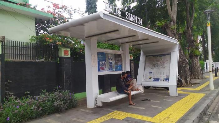 Halte bus di Senen, Jakpus yang jadi tempat mesum sejoli
