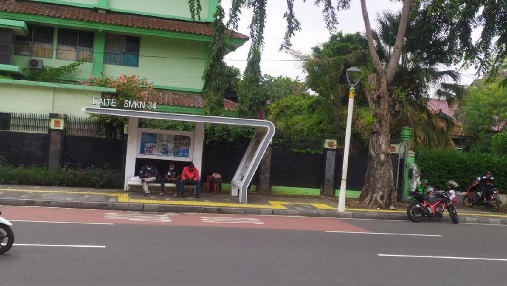Polisi Periksa 3 Saksi Terkait Aksi Mesum Sejoli di Halte Bus di Senen