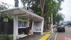 Sejoli Mesum di Halte Bus Senen Baru Saling Kenal