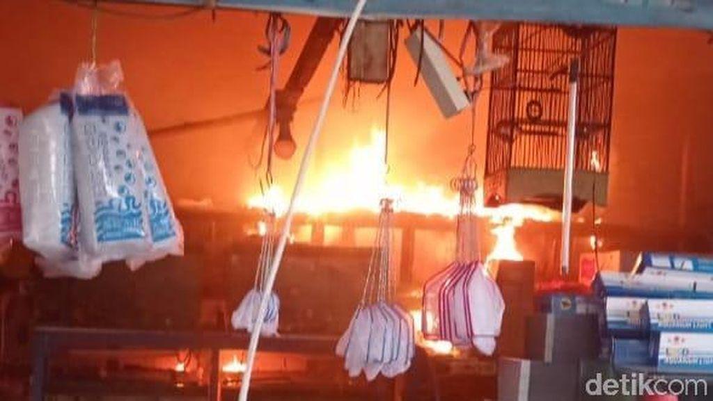 Korsleting, Beberapa Stand Pasar Ikan Hias Gunungsari Surabaya Terbakar
