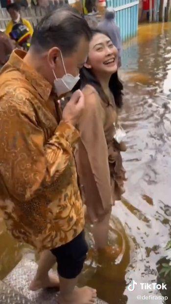 Pengalaman Makan Kondangan di Tengah Banjir