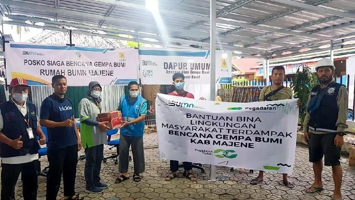 Melalui Corporate Social Responsibility (CSR) program Bina Lingkungan Kantor Wilayah VI Makassar, Pegadaian memberikan bantuan berupa kebutuhan pokok, mie instan, makanan siap saji, tikar serta bantuan lainnya.