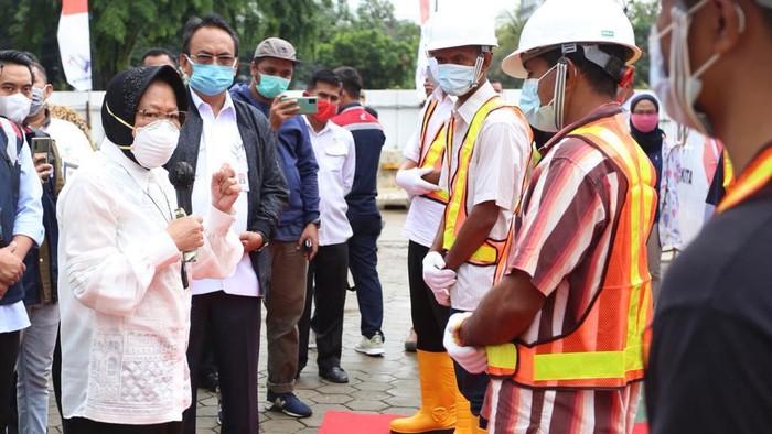 Mensos Risma kirim 15 orang eks pemulung-pengamen kerja di BUMN