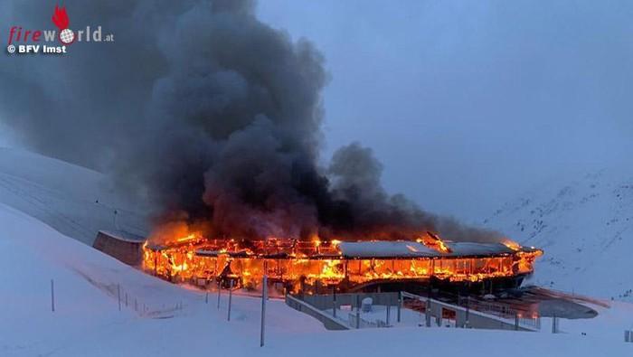Museum sepeda motor Top Mountain Austria terbakar