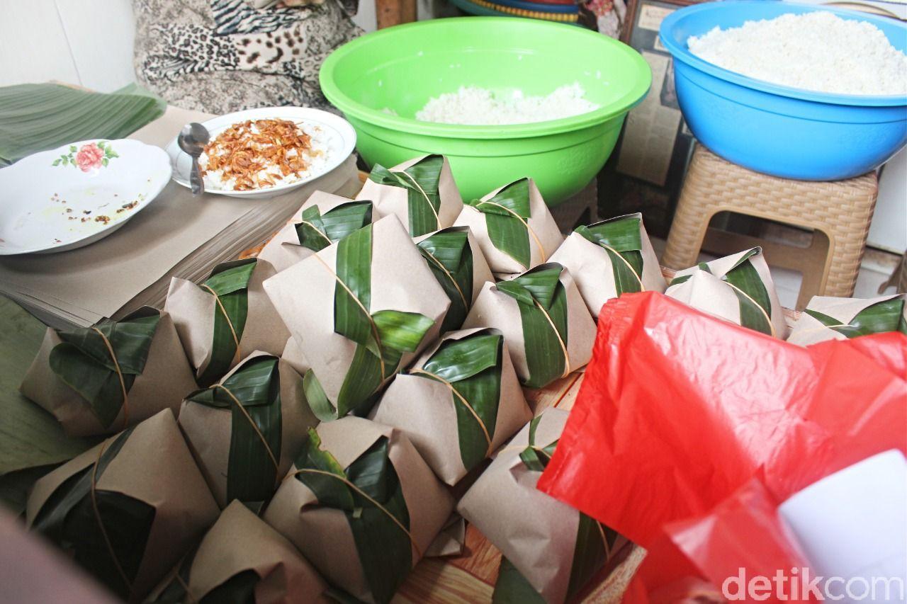 Nasi Uduk Bu Amah: Gurihnya Nasi Uduk Ayam Goreng yang Ludes Terjual 1 Jam